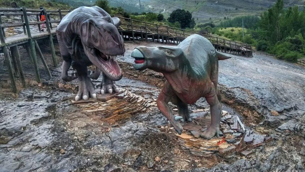 Lucha de Dinosaurios en el yacimiento de la Virgen del Campo - Enciso - La Rioja
