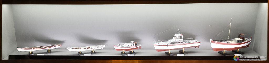 Reploduciones a escala de las barcas balleneras - Museo de la Ballena de Madeira - Caniçal