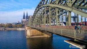 Puente Puente Hohenzollern; el puente de los Candados de Colonia - Alemania