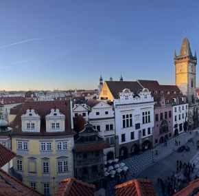 Visita al Old Town Hall – Ayuntamiento viejo de Praga y la torre del reloj astronómico.