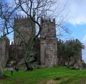 El castillo de Guimaraes y palacio de Guimaraes – Portugal