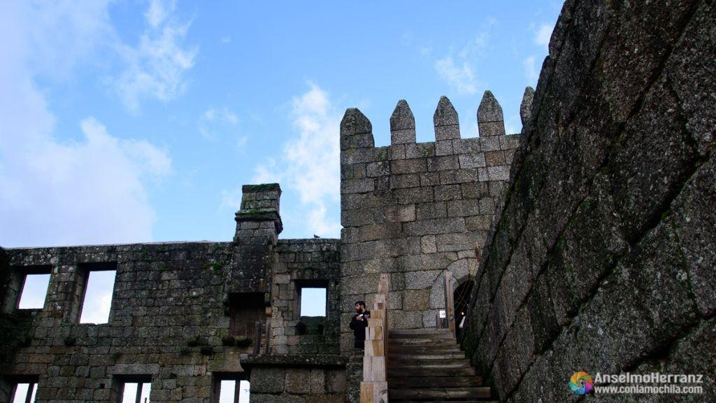 Una de las torres del Castillo de Guimaraes - Guimaraes - Portugal