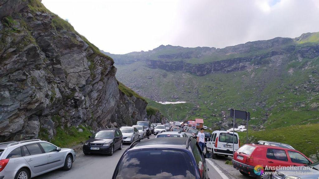 Atasco en la parte superior de la Carretera Transfagarasan