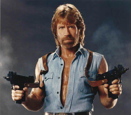Chuck Norris a dos manos