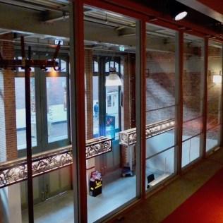 Hallen Amsterdam - glazen panelen kunnen openschuiven