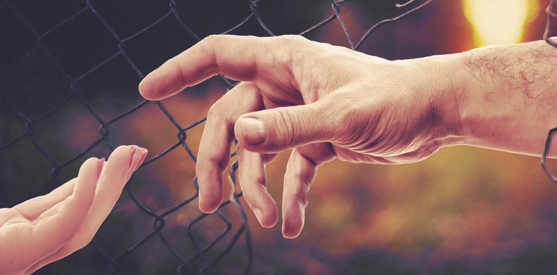 hands-4906663_1920