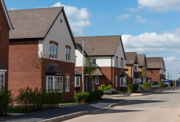 A street scene at Bellway's Royal Park development in Nuneaton. 1-3862546f