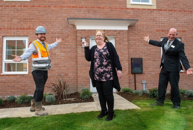 B&DWNM - SGB-2880 - Maureen Rook, the final resident to move in at Manor Farm, receiving the keys from Tony and Steve-f1cad9b7