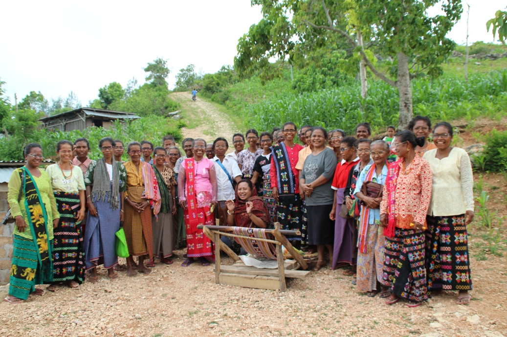 89 happy weavers In West Timor received our glasses in April 2016