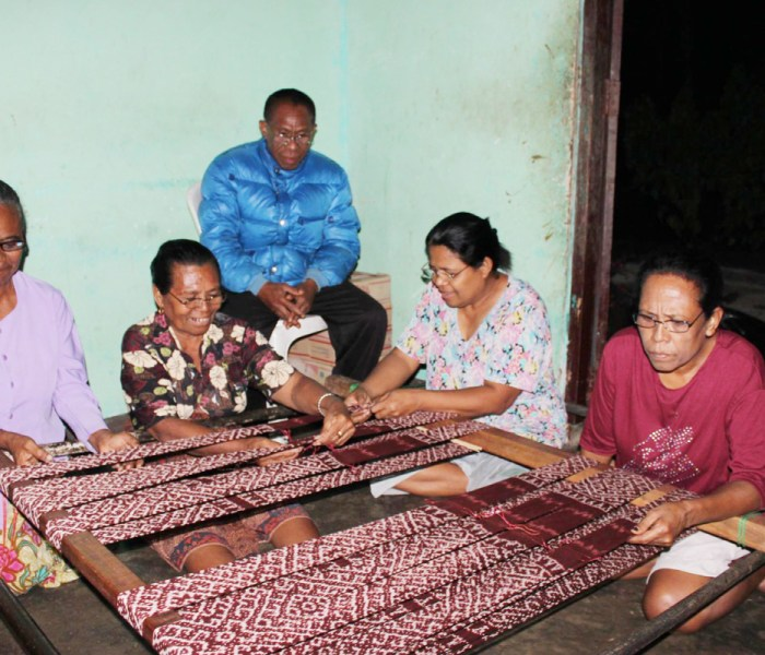 Our first batch of glasses for 2014 has reached the weavers in Amarasi, Timor, East Nusa Tenggara