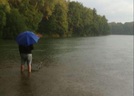 Fishing in da rain