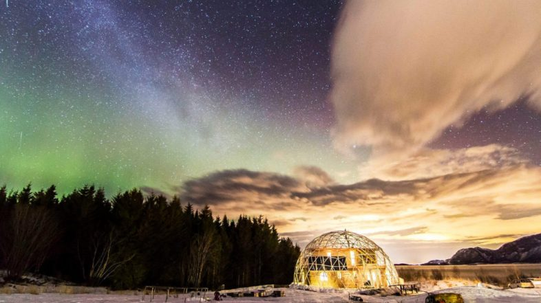 To live in an igloo: geodesic houses