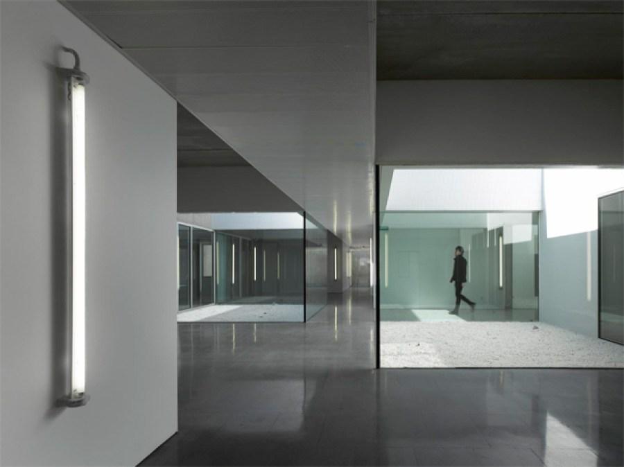 Centro de Salud de Usera, Madrid, 2009. Foto: Roland Halbe.