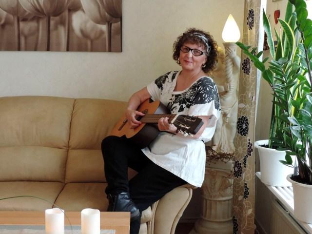 Connie gitarr 01