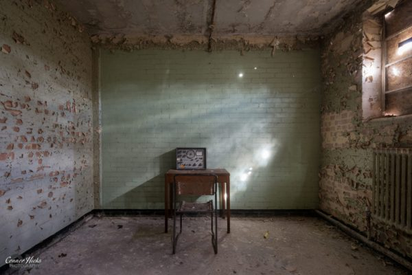 code-breakers-urbex-radio-room