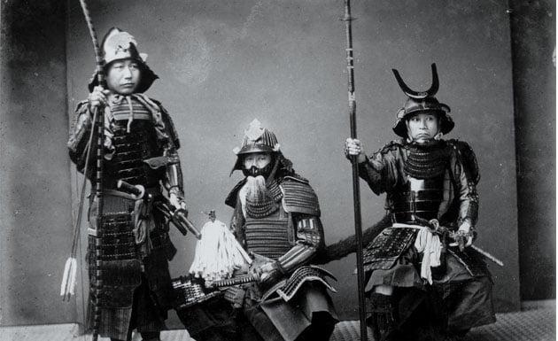 la clase samurái nació en el periodo Heian y continuó existiendo hasta la era moderna