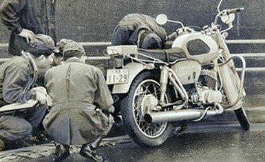 motocicleta en la escena del crimen