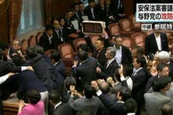 confrontación entre opositores y partidarios
