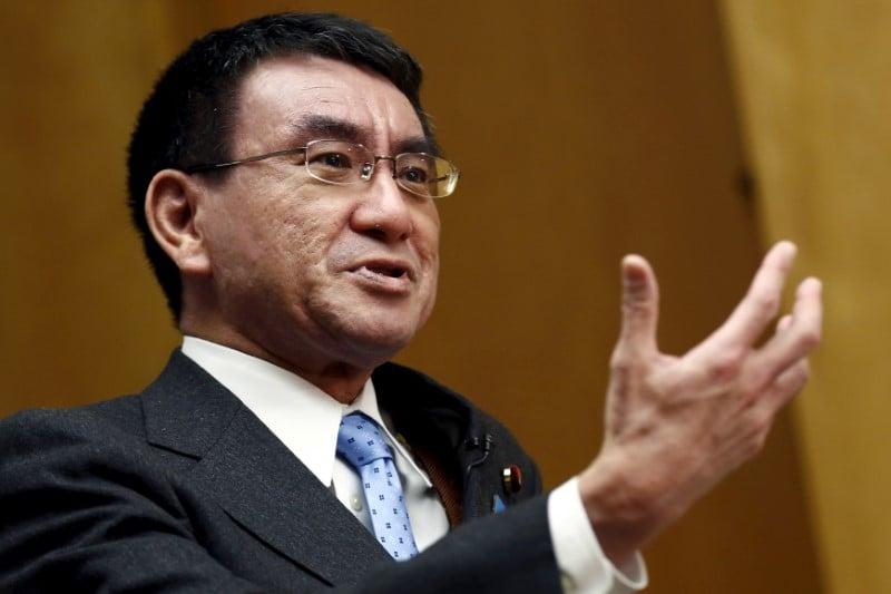Taro Kono, del Ministerio de Asuntos Exteriores, defendía la doble nacionalidad.