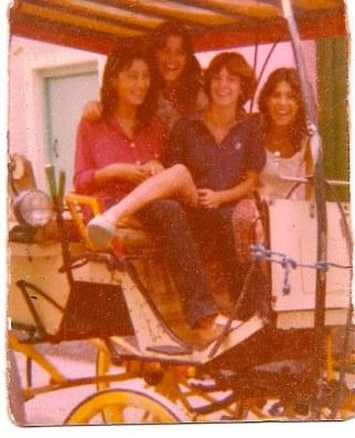 En la tartana, Sarito, Margarita, Rosi y Nieves