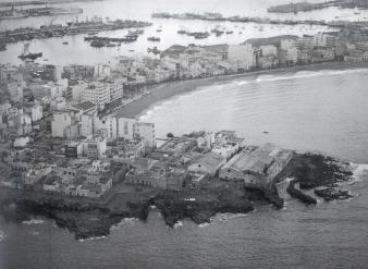 Vista aerea de las factorías de pescado de La Puntilla. Desconocemos el propietario de la foto, nos la subieron a facebook.