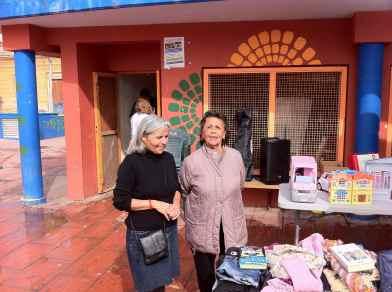 Elvira y Rojita... vecinas con las que siempre se puede contar... solidaridad en estado puro... un millón de gracias
