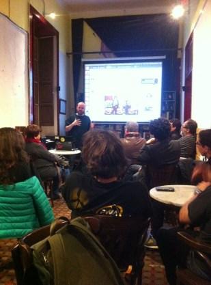 Charla en el Café dEspacio sobre gentrificación por Dávide Payser