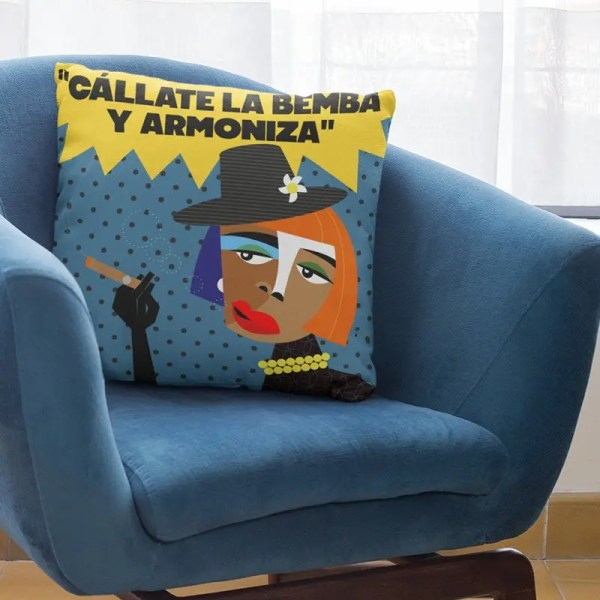 cojín con ilustración de Juana bacallao
