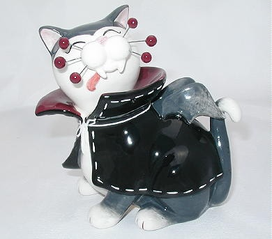 dracula-cat-figurine