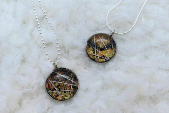 tortoiseshell-whisker-necklace close up