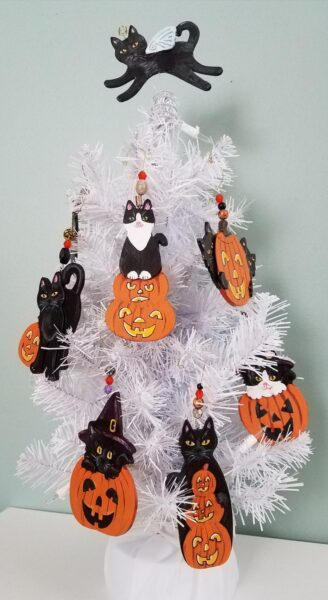 halloween-cat-ornaments