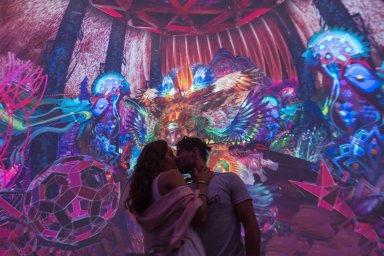 couple kissing at android jones' samskara immersive art exhibit