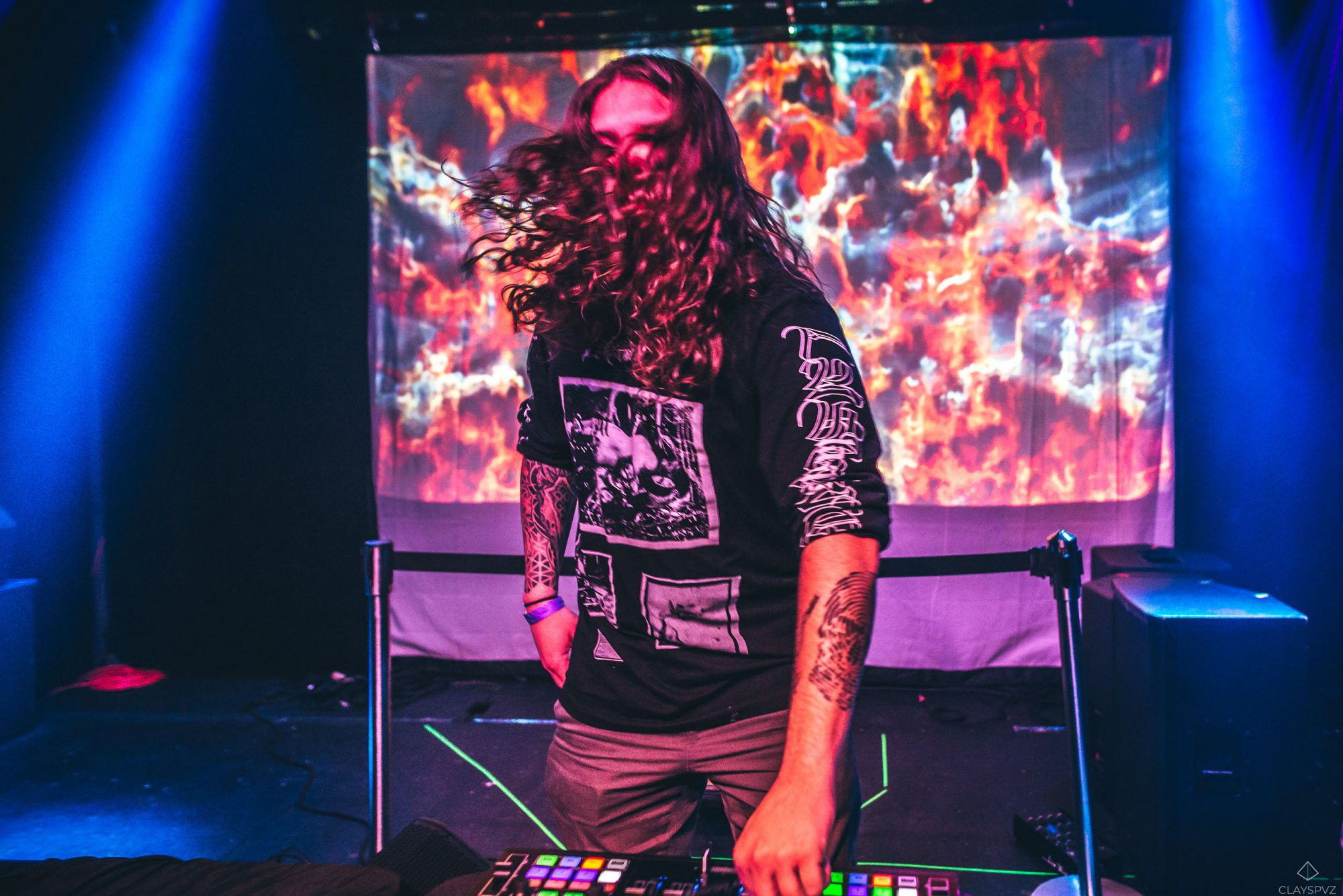 RAvenscoon plays Ableton with live image projection
