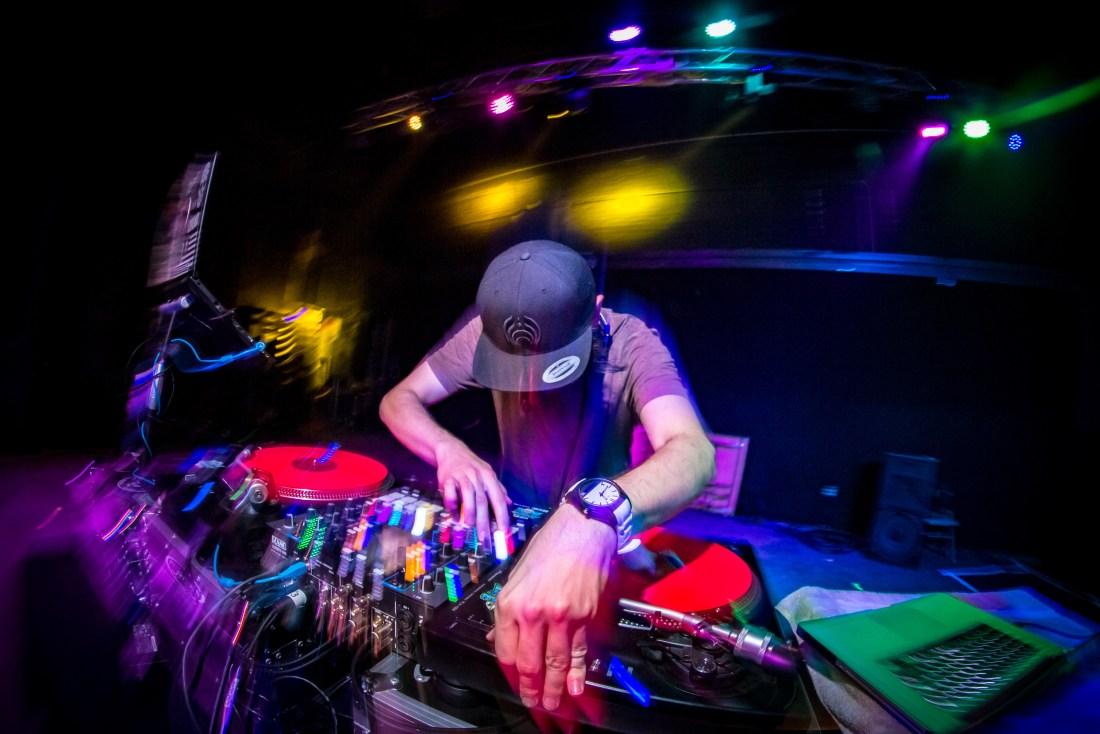 Amorphous bass producer SLAVEplays on Pioneer DJ decks