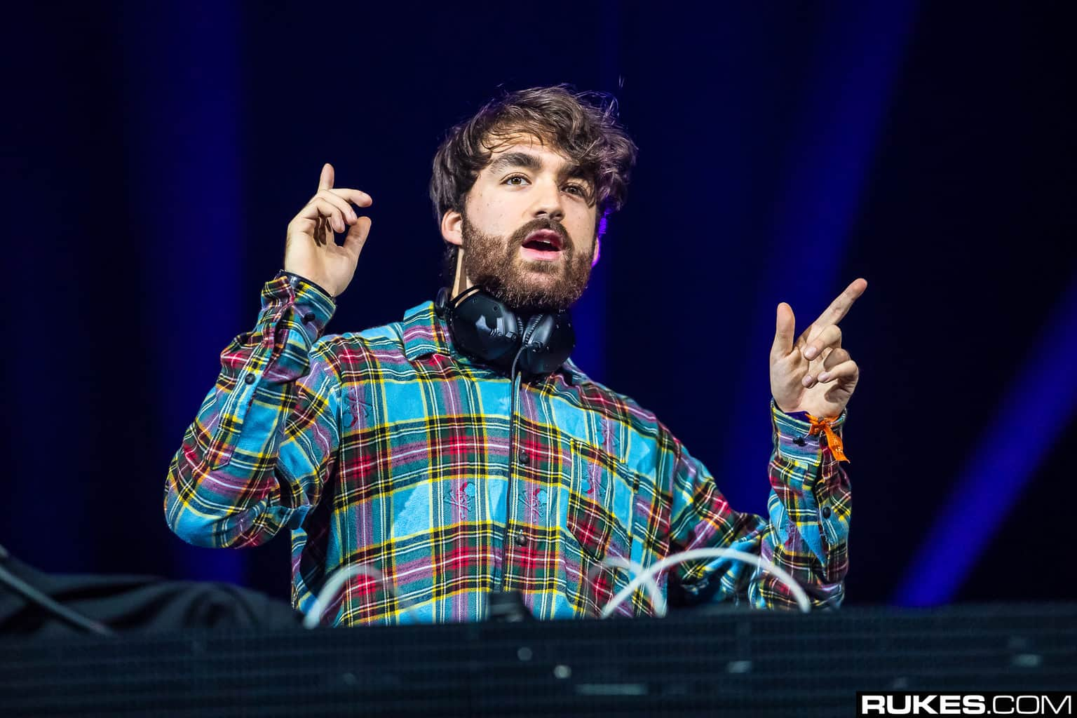 Oliver Heldens plays live on festival stage