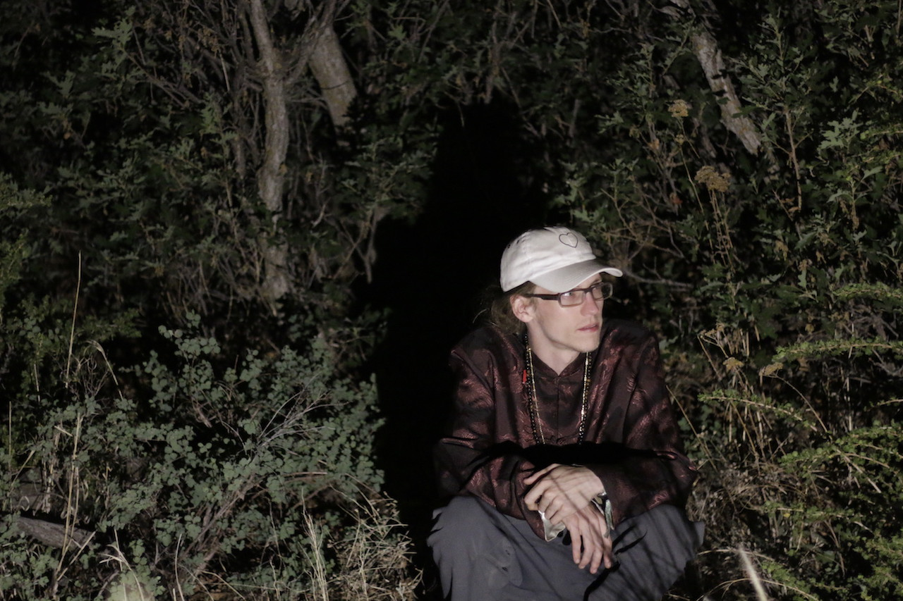 templo experimental bass producer kneals in a forest