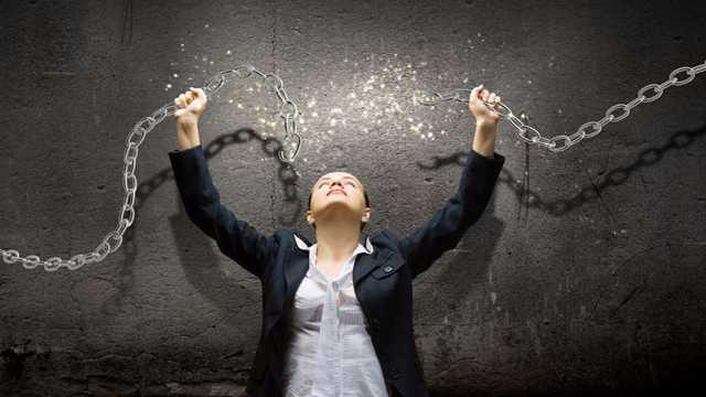 Woman-Breaking-Chain