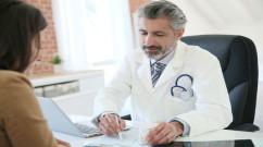 DoctorGivingPrescription-38127277_m-680x380