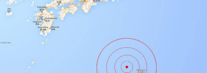 Strong 7.8 Earthquake Strikes Off Japan's Remote Bonin Islands (Raw Video Footage)