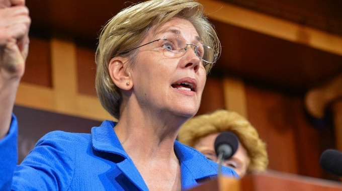 """""""Who does this country work for?"""" Warren asked in her speech on corporate tax reform. (Photo: Senate Democrats/flickr/cc)"""