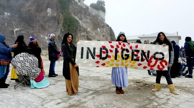 On Alcatraz Island, a sunrise ceremony saw hundreds gather to honor the culture of Indigenous peoples and express solidarity with the fight against Dakota Access. (Photo: Fusion/Twitter)