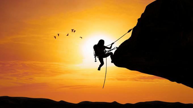 woman-climbing-mountain