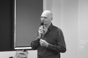 comment créer son entreprise _ photo de Jean-Marc Cottet au micro.