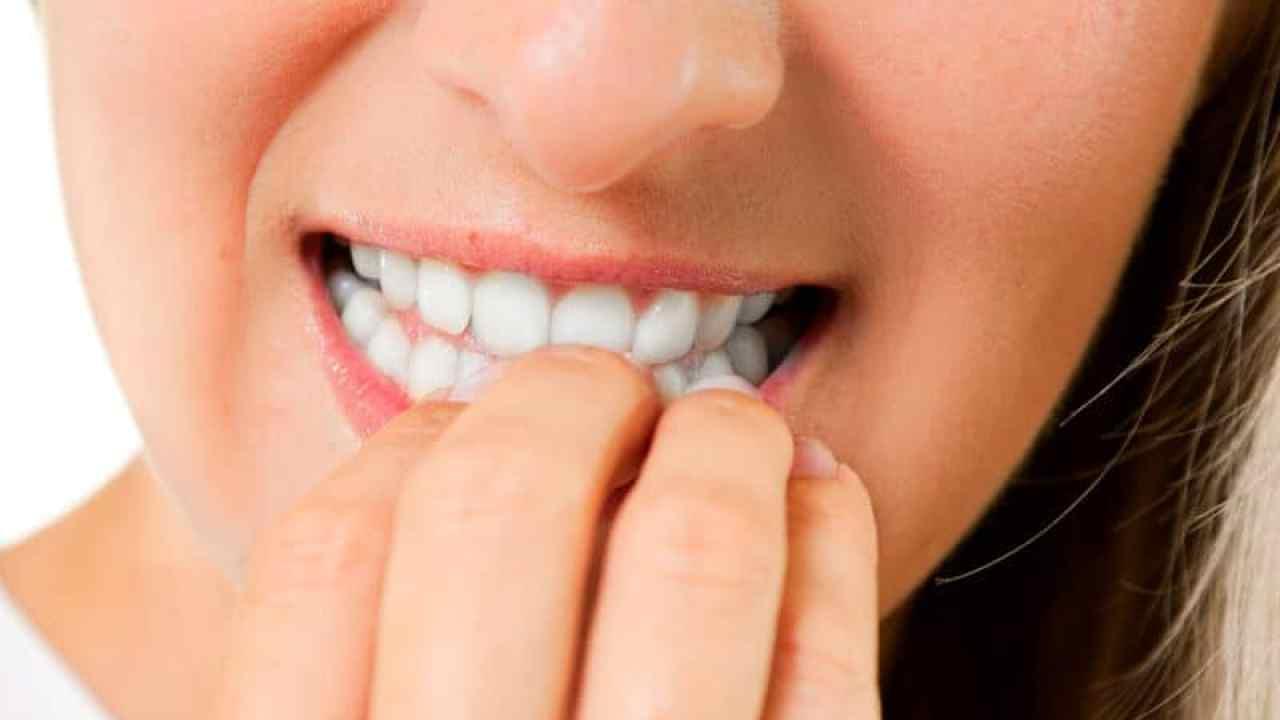 causas emocionales de hongos en las uñas