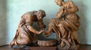 Imagem de monumento de homem levando os pés de um superior - Conselheiro Cristão