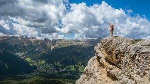Desejo a você - Pessoa no alto da montanha