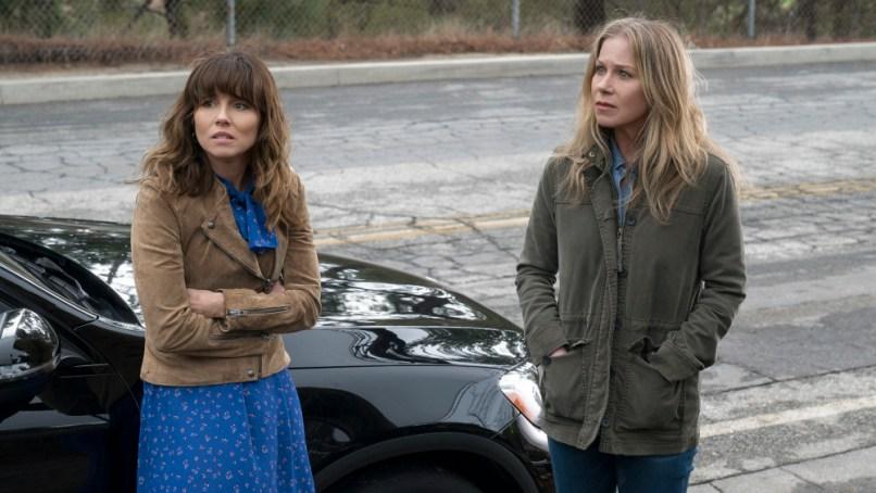 Linda Cardellini in Dead to Me, Netflix