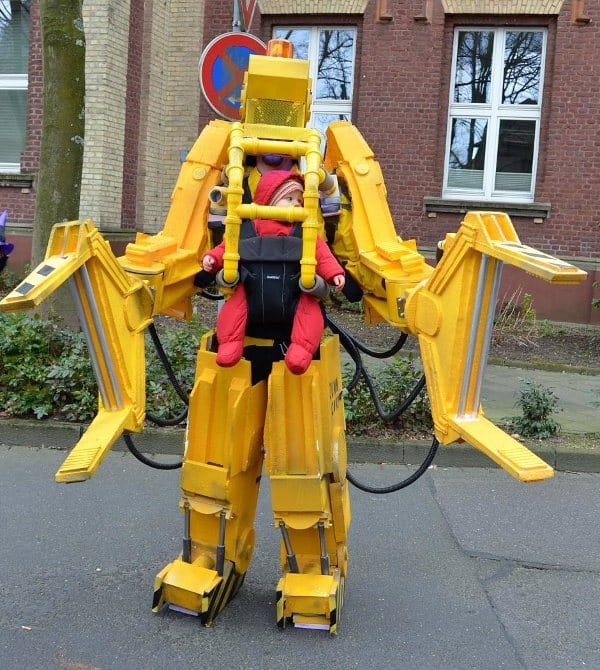 father-daughter-buddy-costume-of-a-P5000-Powerloader-from-ALIENS