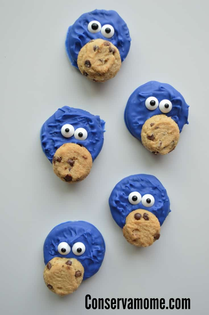 Chanel your inner cookie monster with this adorable Cookie Monster Cookies. A fun Sesame Street Inspired treat.