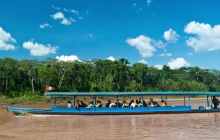 Guests at Posada Amazonas travel by traditional boat ©Lori Zimmer